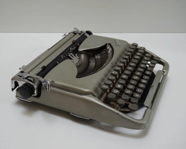 Groma Kolbri typewriter