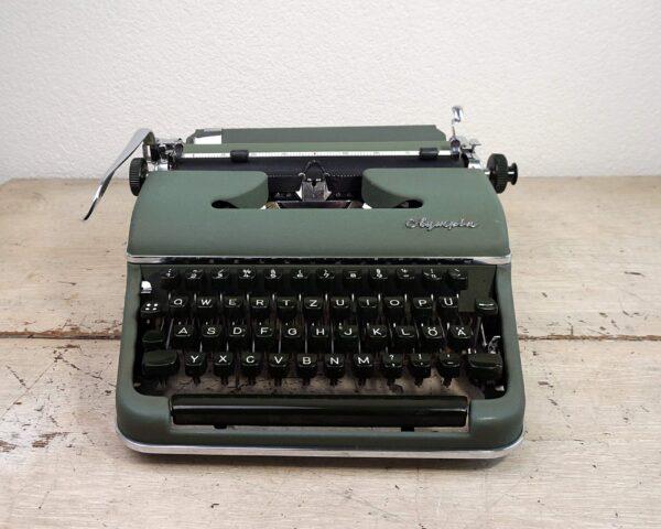 Olympia sm2 typewriter