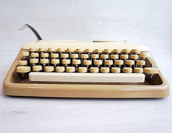 tippa typewriter coffee