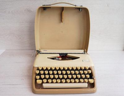 Triumph tippa typewriter with case