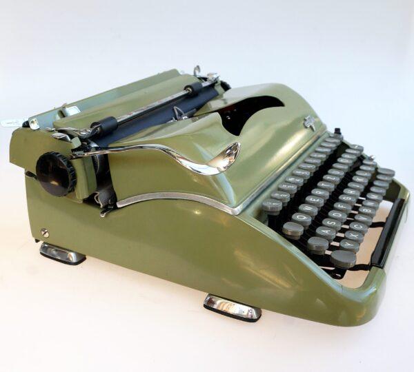 Groma Modell T typewriter