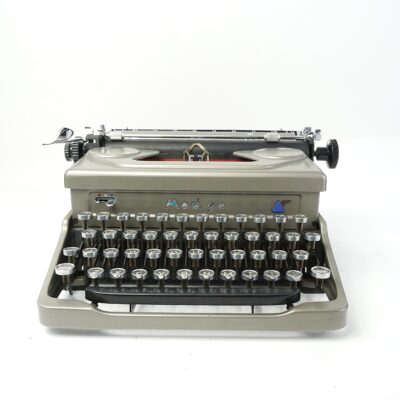 Everest Mod 90 typewriter