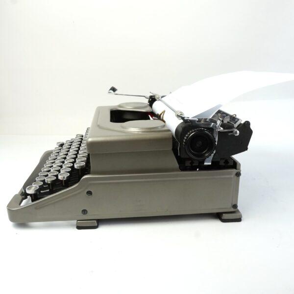 Everest Mod 90 typewriter