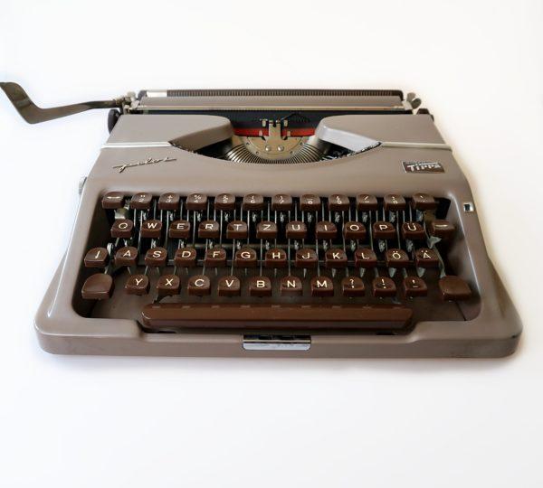 Gossen Tippa Pilot typewriter