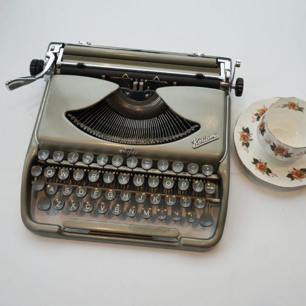 kolibri groma typewriter